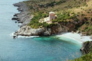 Quelle: https://pixabay.com/en/sicily-landscape-sea-409821/